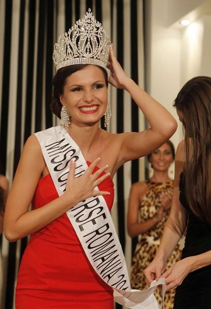miss universe romania 2011 winner larisa popa