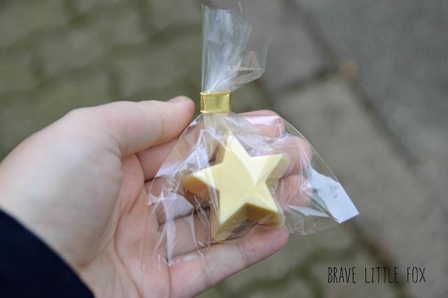 Stern aus weißer Schokolade