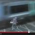 Inglaterra.- Ciclista casi atropellado por un tren después de ignorar las barreras. Vídeo