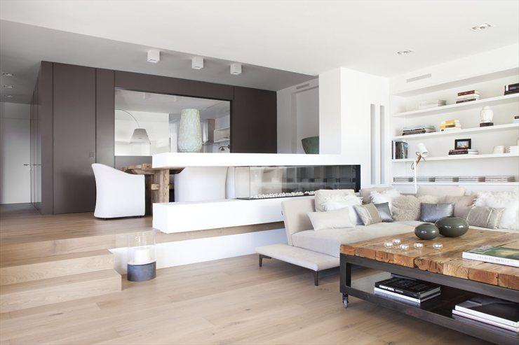 Vivienda en Llavaneres: Bianco e legno a Barcellona - ArsCity