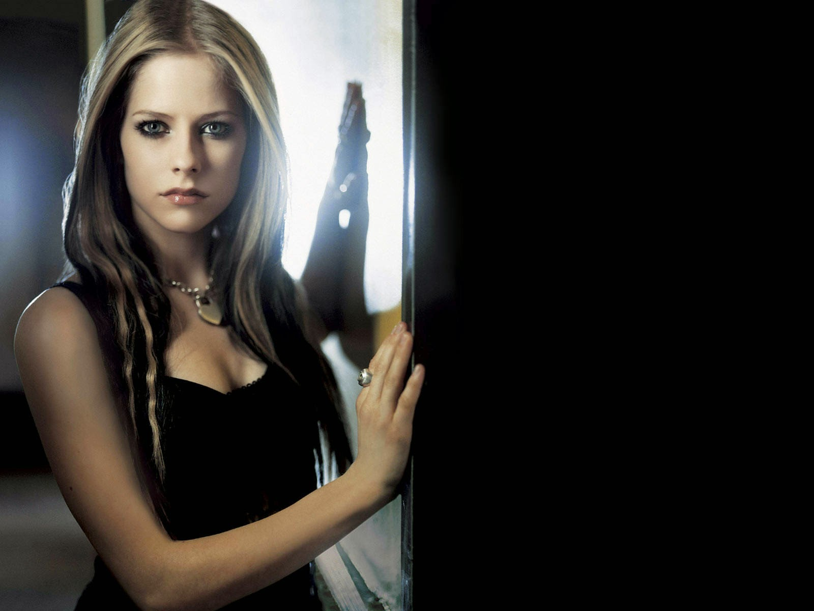 avril lavigne hell desktop wallpaper