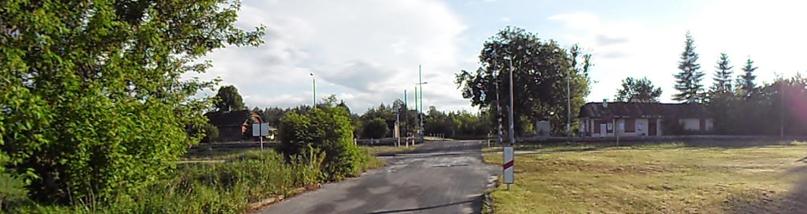 Dworzec kolejowy w Zwierzyńcu na Roztoczu i jego otoczenie