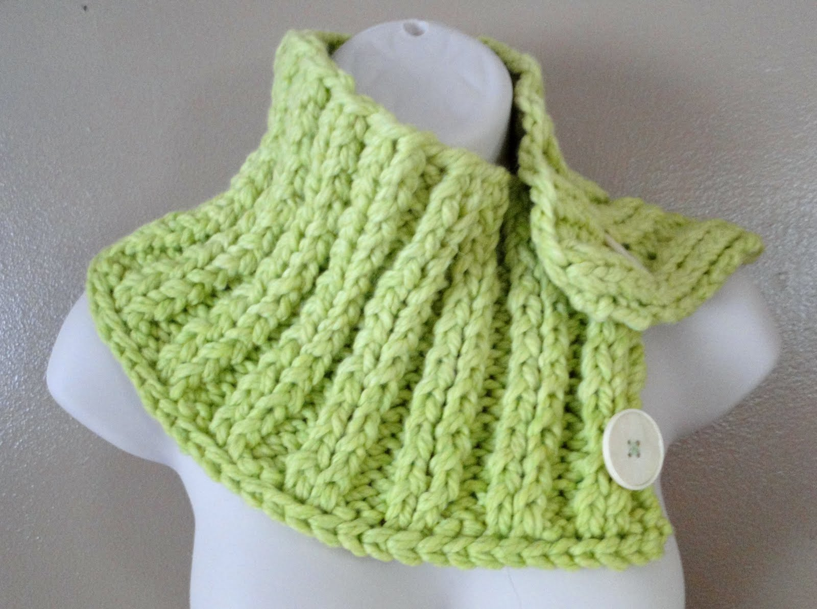 Ruby Knits: Green Thick Ribbed Buttoned Neck Warmer