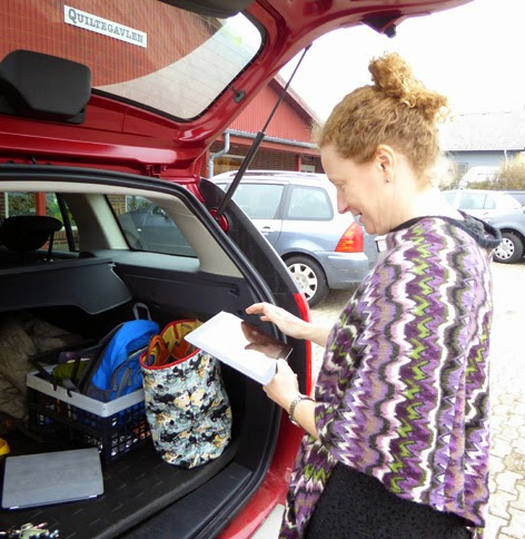 Gitte ved rallybilen på Als