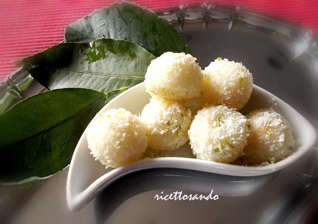 Perle di pera e formaggio profumati di lime ricetta snack di frutta