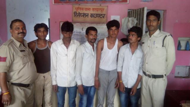 बस लूटने के योजना बनाते पांच युवक गिरफ्तार - 5-male-arrested-bus-robaary