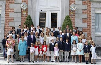 ¿Monarquia o Republica? Familia-real-en-la-zarzuela