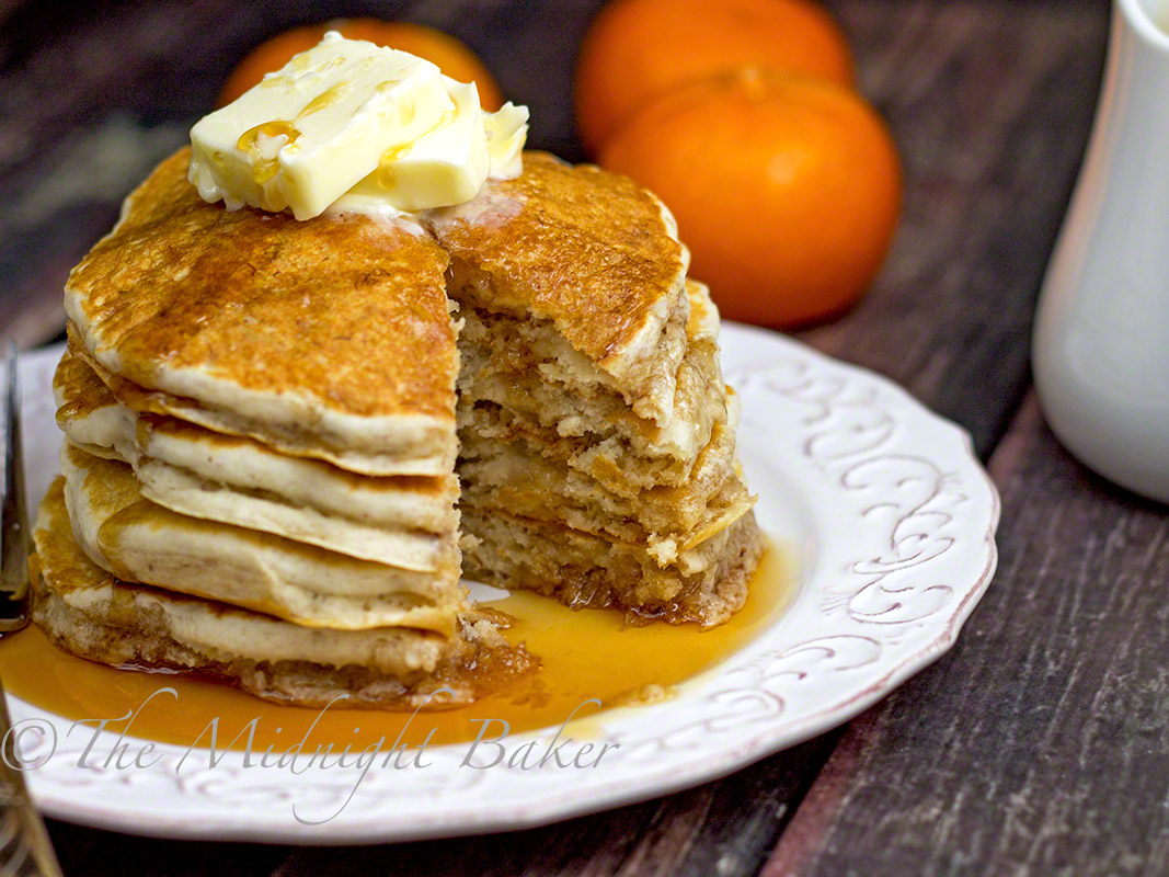 The Midnight Baker: Banana Butter Pecan Pancakes