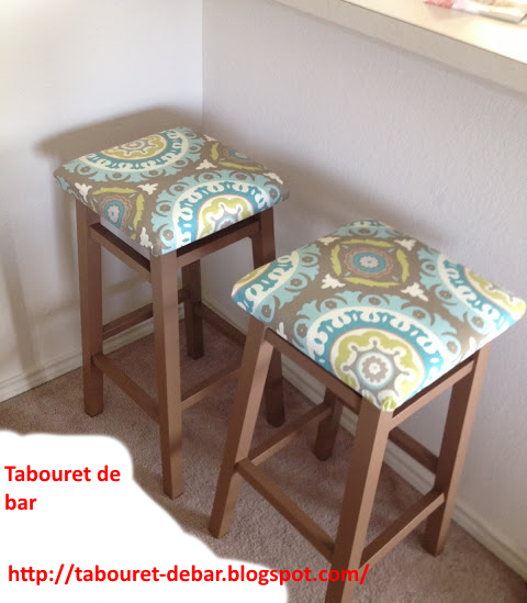 Fabrication de tabouret de bar en bois manuellement - Fabrication tabouret de bar en bois ...