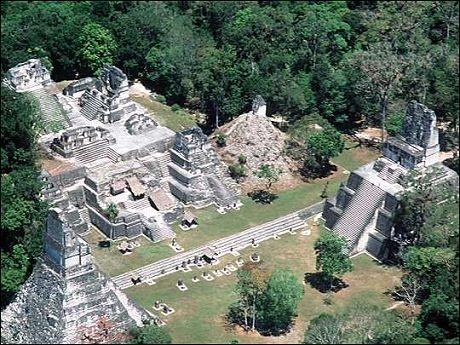 Antigua ciudad maya de Tikal en Guatemala