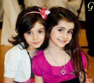 Kids-Girls-Twins-Baby Photos