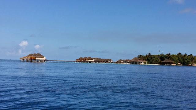 Habitaciones de hotel como palafitos en Las Maldivas