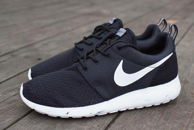 Nike Roshe run black color ukuran   37-45 harga   Rp 650.000 c73dfd5d34