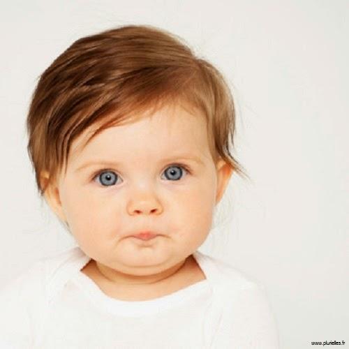Top image bébé avec yeux bleus