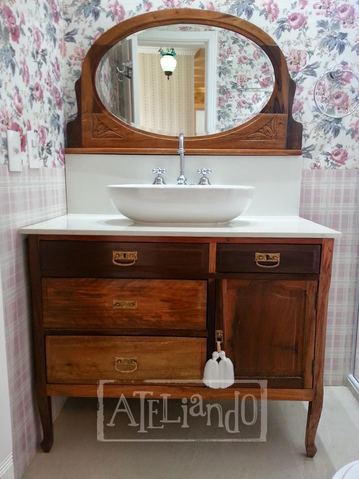 Customização de móveis antigos: Closet e banheiro customizados #6B391D 1200x1600 Azulejo Listrado Banheiro