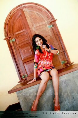 576218 297401570387183 1210683535 n Miss Sri Lanka 2012 Vinu Udani Siriwardanas Hot Photo Collection