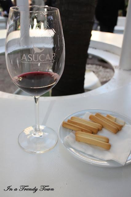 Copa de vino y tapa