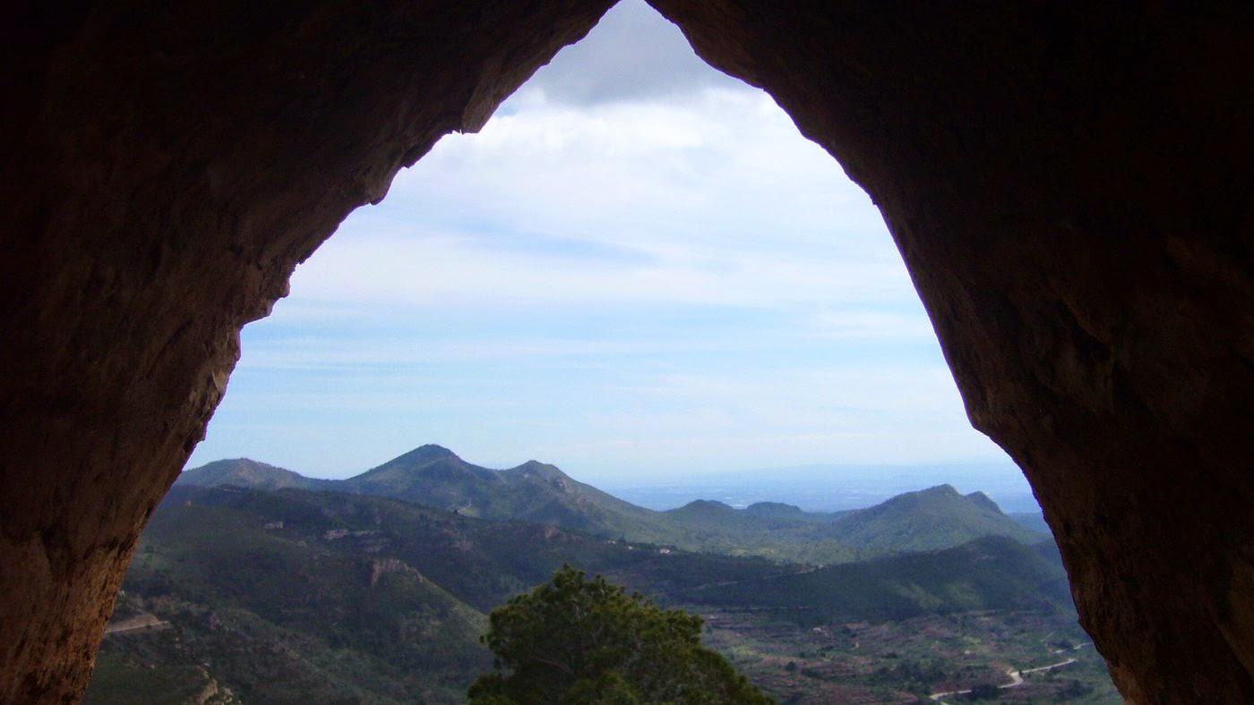 Dentro del refugio Pico del Águila, Gátova