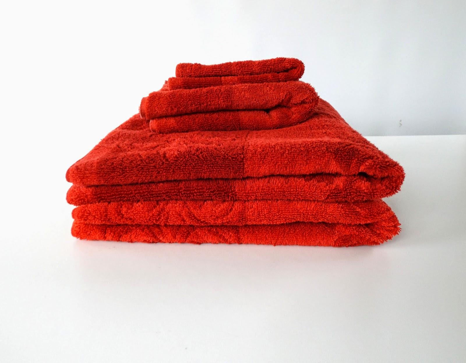Still Stunning Vintage Resale Vintage Bath Towels