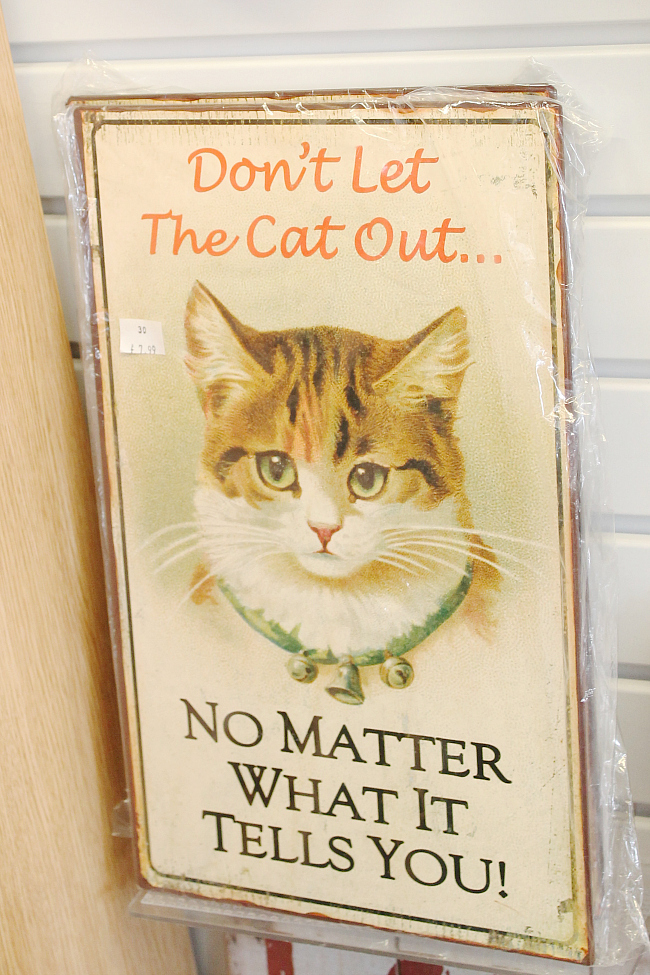 Bourton on the water, cat signing, cat house sign