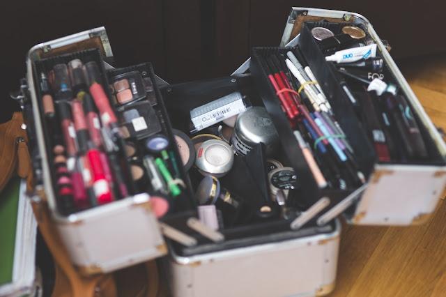 Jak się mówi po hiszpańsku odżywka aplikator błyszczyk do ust szampon  korektor obcinaczka do paznokci eyeliner lakier do paznokci  peeling balsam do ciała makijaż puder puder rozświetlający zmywacz do paznokci tusz do rzęs zalotka (do podkręcania rzęs) twarz kuracja pomadka do ust pędzel (do twarzy, np. do pudru) drogeria gąbeczka czyszcząca apteka nawilżanie mleczko do demakijażu pilnik oczyszczanie maseczka cień do powiek zmarszczki podpaski sztuczne rzęsy pęseta chusteczki do demakijażu akcesoria patyczki kosmetyczne usta oczy