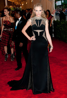 Taylor Swift wearing a black gown
