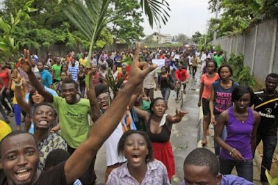 Breaking: UNN students begin massive protest over power failure