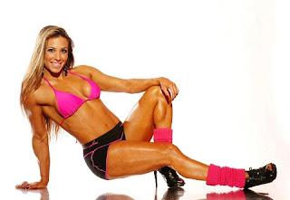 A ex-participante do reality show Big Brother Brasil, Michelly Crisfepe vem chamando a atenção nas redes sociais depois que conquistou um corpo super musculoso.