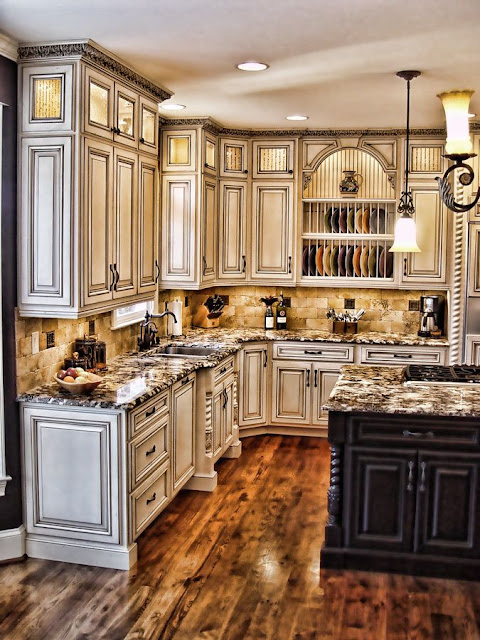 How to paint antique white kitchen cabinets for Antique white kitchen cabinets