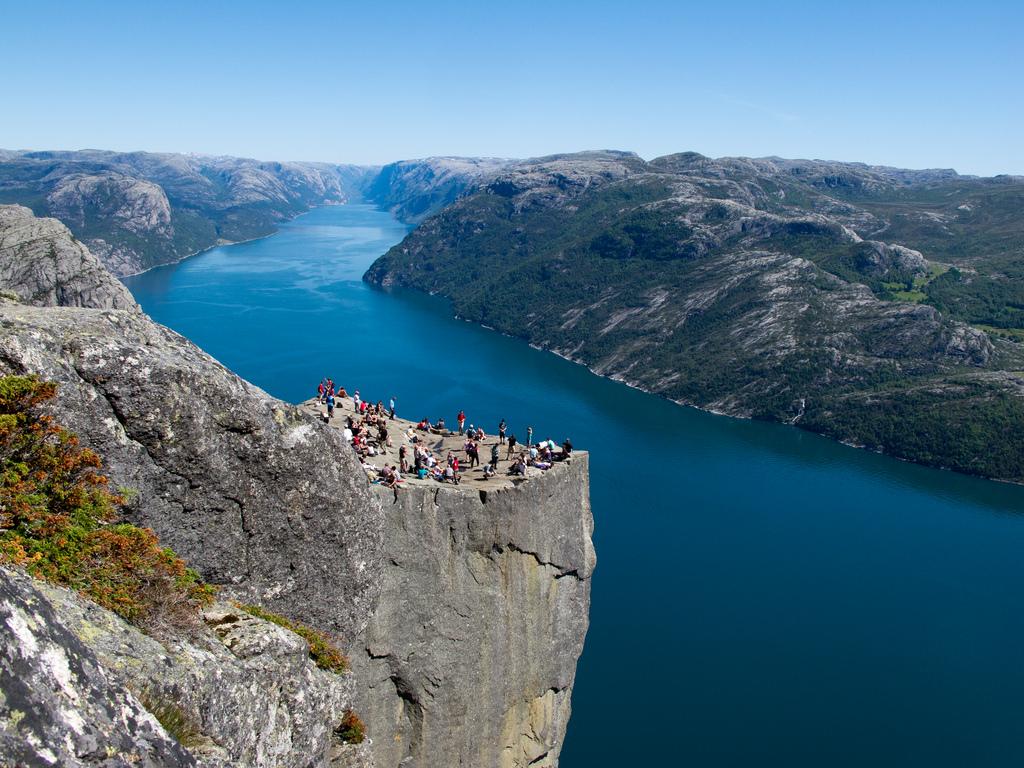 Preachers rock прекестулен норвегия