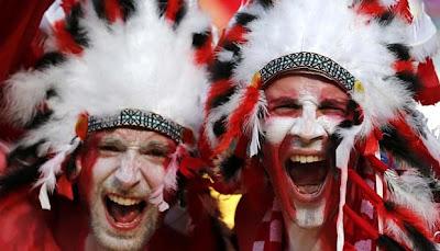 Atribut Unik Para Fans Tim Euro 2012