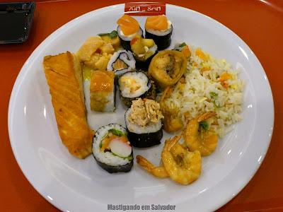 Xin San: Prato com as opções do buffet