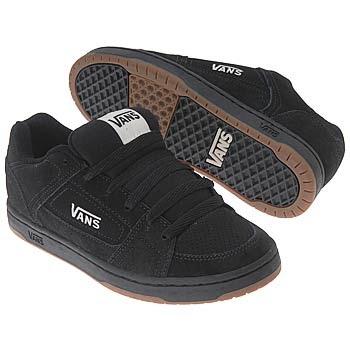 Giay the thao nam 9 Các bạn nữ biết lựa chọn giày thể thao nữ đẹp và an toàn hay chưa?