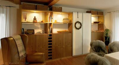 Offene Landhausküche mit Holzfronten
