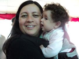 Emilia y su mamá Ingrid Molina