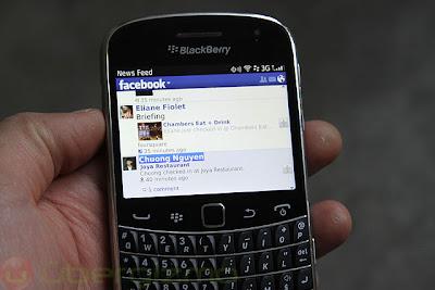 Hoy Facebook para smartphones BlackBerry ha recibido una actualización basada en correcciones de errores para resolver los problemas de los usuarios y problemas de usabilidad. La versión 4.1.0.20 trae consigo varias correcciones y mejoras, incluyendo un acceso más fácil a las noticias RSS, una nueva apariencia para los perfiles de usuario, así como soluciones para la recepción y limpieza de notificaciones. Esta versión está disponible para todos los dispositivos existentes a través de BlackBerry World. La actualización se va filtrando por paises, Si aún no la ves no te preocupes asegúrate de comprobar de nuevo más tarde. Descarga AQUI