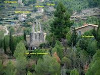 A llevant i sota nostre veiem el nucli de Sant Pere de Vallhonesta i els masos més propers per els que hem passat