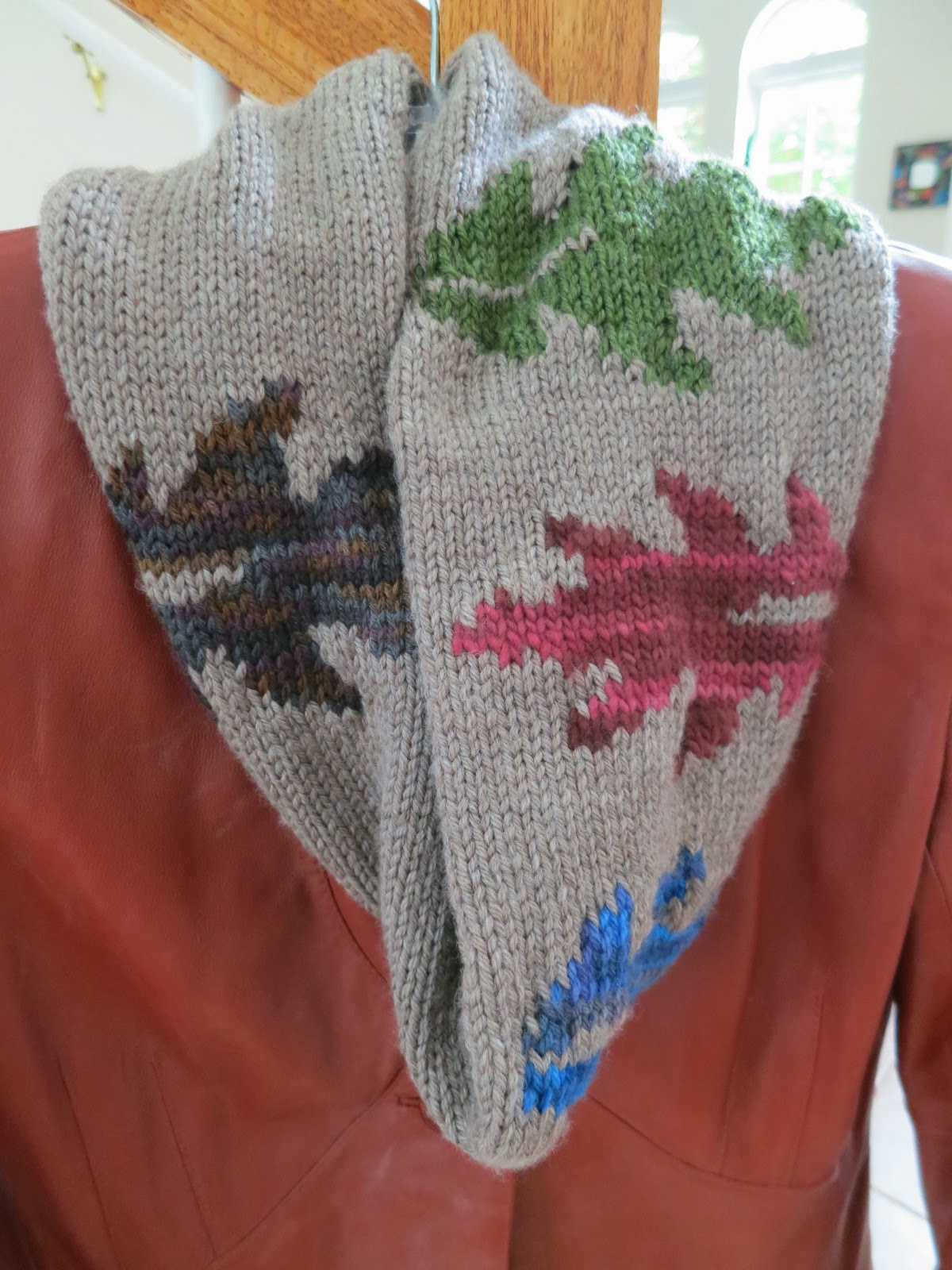 The Fuzzy Lounge: Free Knitting Pattern: Changing Leaves Cowl or Scarf