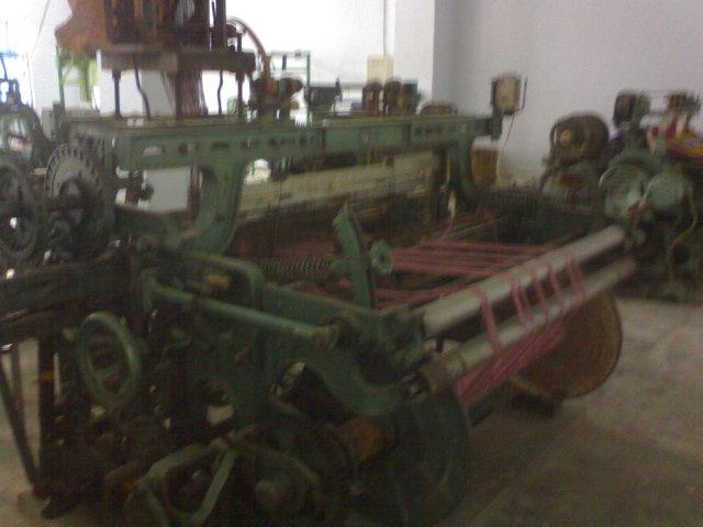mesin tenun modern berpenggerak motor listrik