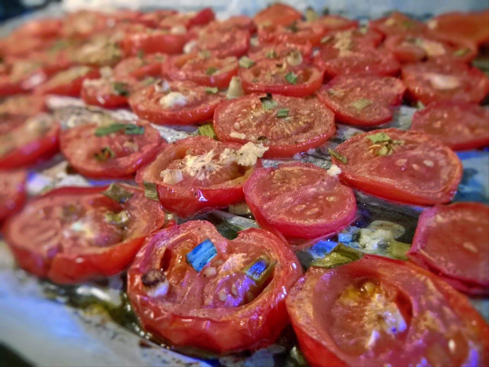 Tomaattien paahtaminen uunissa
