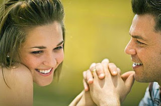 7 Cara Mudah Bikin Hati Dia Meleleh