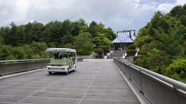 MIHO MUSEUM 電気自動車