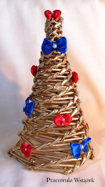 Świątecznie – choinka, bombka i wianek.