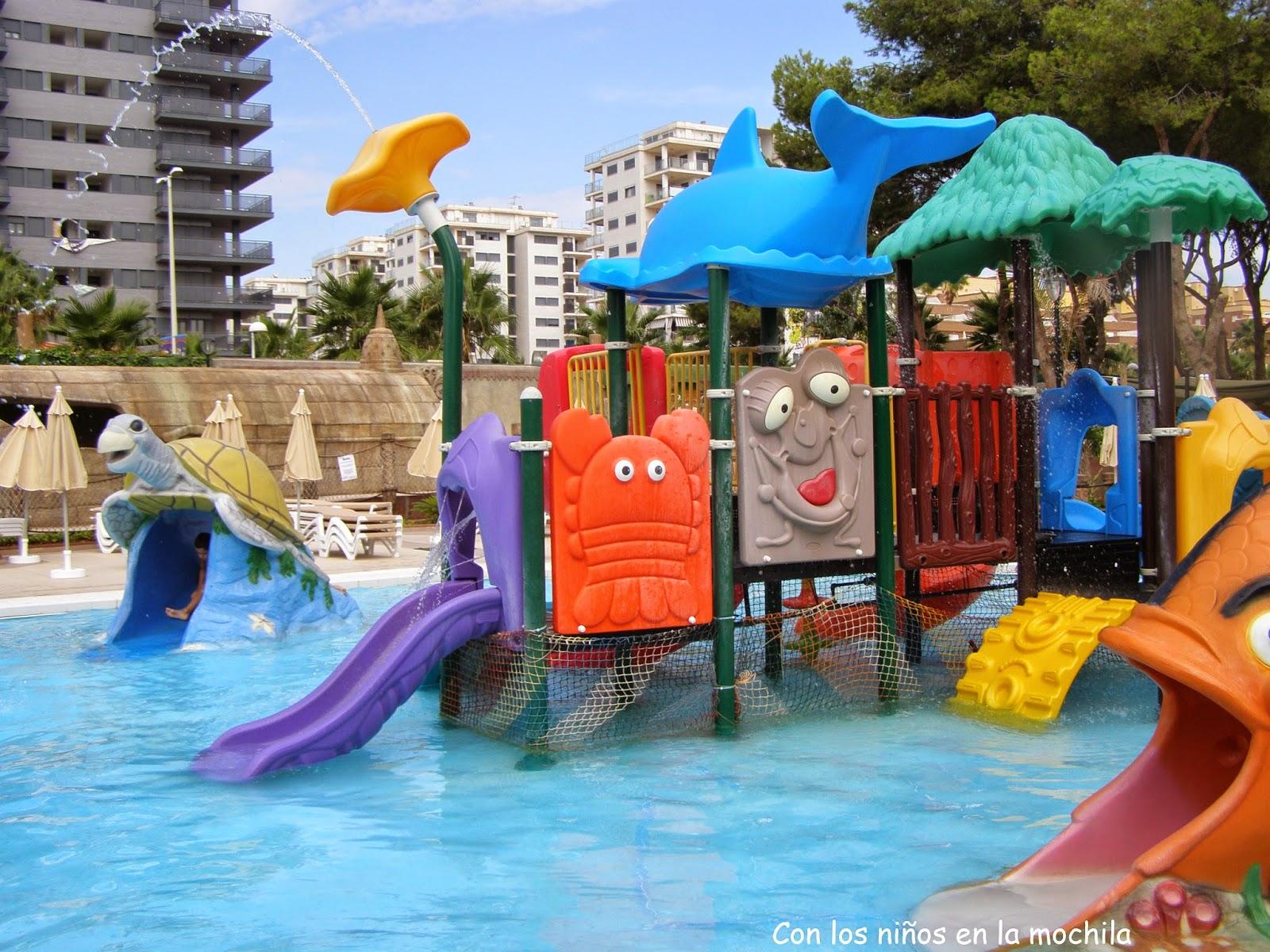 Oropesa del mar con ni os parque acu tico polinesia con los ni os en la mochila - Hotel piscina toboganes para ninos ...