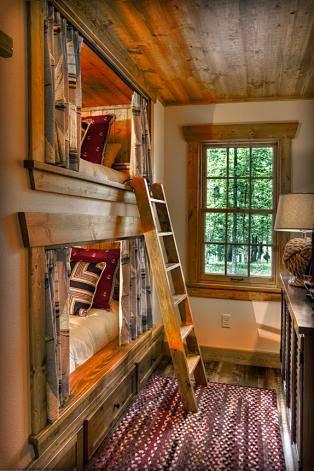 Деревянный дом в американском стиле, двухъярусная кровать