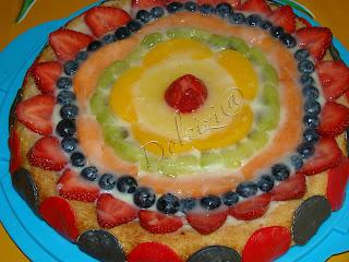 torta di frutta con pan di spagna