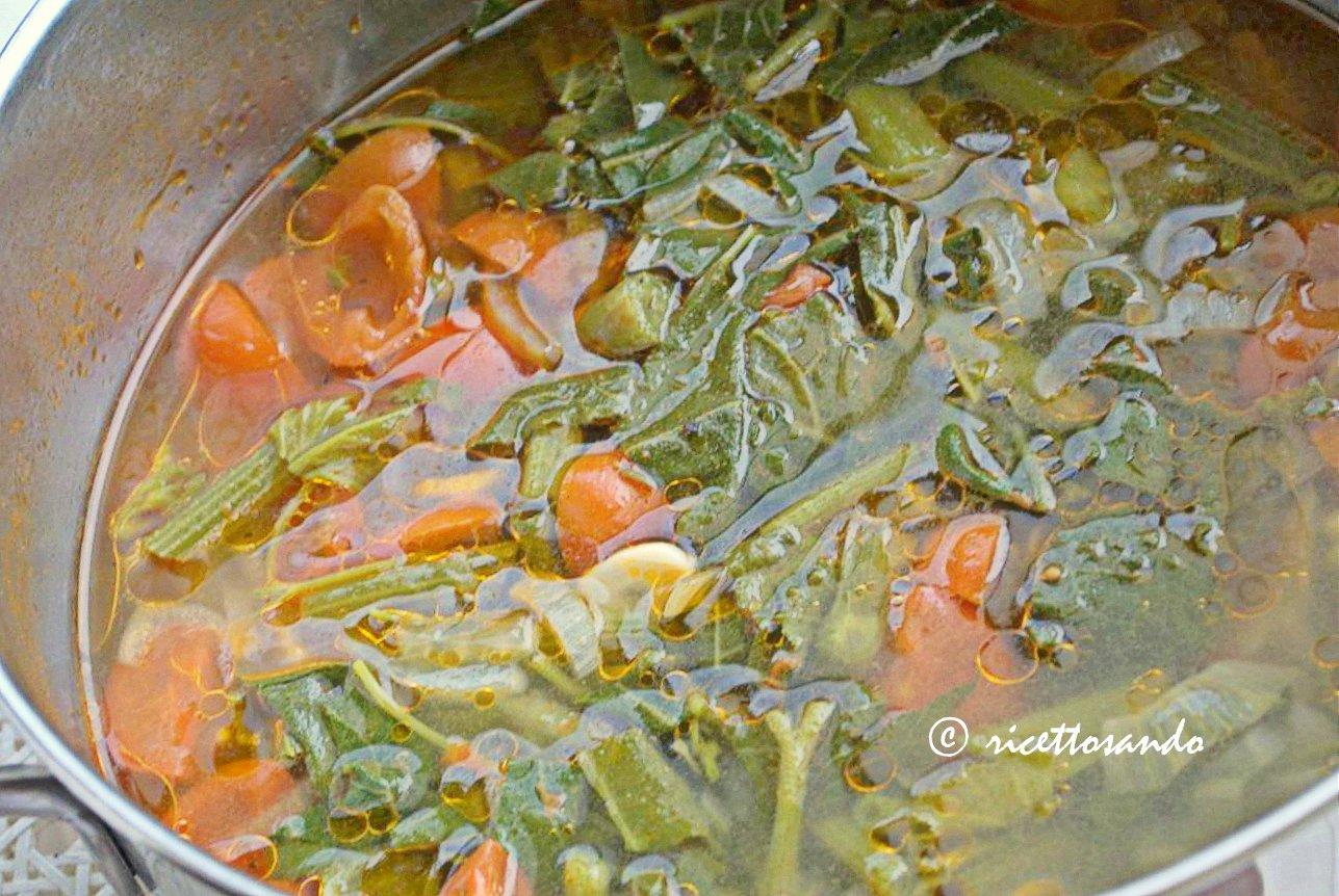 Minestra estiva light con germogli di zucchina cuociamo in pentola