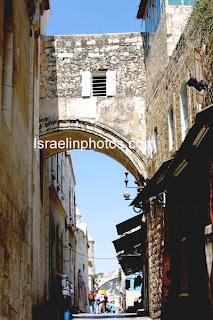 Jerusalem Bilder - Smärtans väg (Via Dolorosa, Gamla staden i Jerusalem) den väg som Jesus vandrade med korset upp till Golgata där korsfästelsen ägde rum