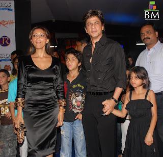 foto shah rukh khan dan keluarganya 2 foto shah rukh khan dan ...