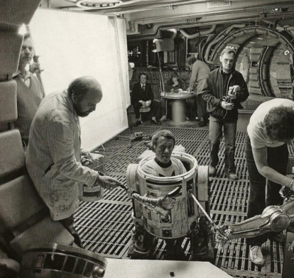 Amazing Behind the Scenes Pictures from Star Wars, 1977 ...